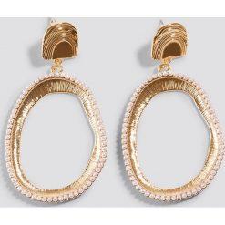 Kolczyki damskie: NA-KD Classic Owalne kolczyki z perłami – Gold