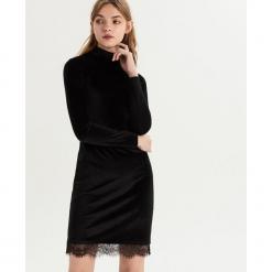 Welwetowa sukienka z koronką - Czarny. Czarne sukienki koronkowe marki Sinsay, l, w koronkowe wzory. Za 69,99 zł.