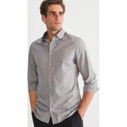 Koszula w kropki slim fit - Szary. Szare koszule męskie slim Reserved, m, w kropki. Za 89,99 zł.