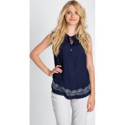 Bluzki damskie: Granatowa bluzka z wiązanym dekoltem QUIOSQUE