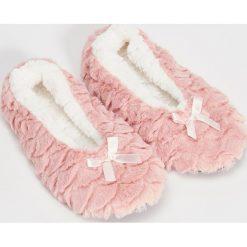 Kapcie damskie: Puchowe slippersy – Różowy
