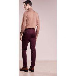 Spodnie męskie: Club Monaco CONNOR Spodnie materiałowe bordeaux