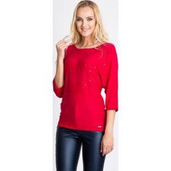 Malinowy sweter nietoperz z cekinami QUIOSQUE. Różowe swetry klasyczne damskie marki QUIOSQUE, uniwersalny, ze splotem, z okrągłym kołnierzem. W wyprzedaży za 96,00 zł.