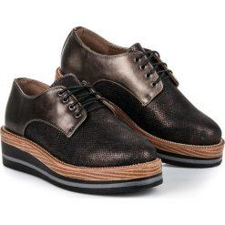 STYLOWE PÓŁBUTY NA KOTURNIE. Czarne buty ślubne damskie KYLIE, na koturnie. Za 69,00 zł.