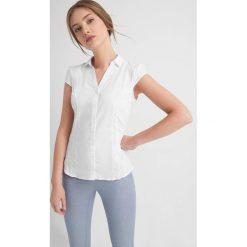 Odzież damska: Taliowana koszula na guziki