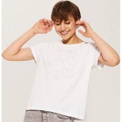 T-shirt z haftem - Biały. Białe t-shirty damskie marki House, l, z haftami. W wyprzedaży za 15,99 zł.