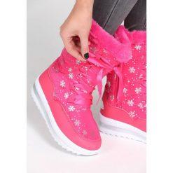 Fuksjowe Śniegowce Contents. Różowe buty zimowe damskie Born2be, za kostkę. Za 89,99 zł.