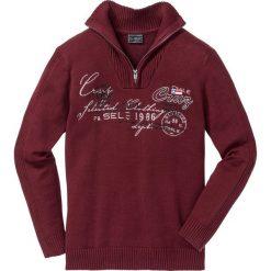 Sweter ze stójką Regular Fit bonprix czerwony rubinowy. Czerwone golfy męskie marki bonprix, l, z aplikacjami. Za 74,99 zł.