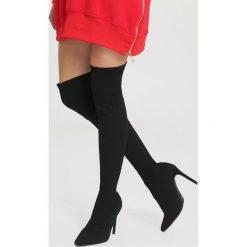 Czarne Kozaki Never-Never Land. Czarne buty zimowe damskie vices, z materiału, z otwartym noskiem, na wysokim obcasie, na obcasie. Za 159,99 zł.