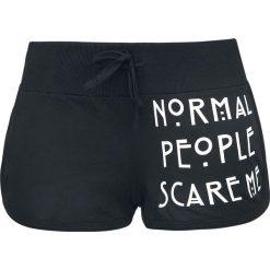 American Horror Story Normal People Scare Me Krótkie spodenki damskie czarny. Czarne szorty damskie z printem marki bonprix. Za 79,90 zł.
