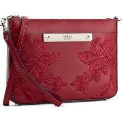 Torebka GUESS - Britta Mini HWVE66 93720  LIP. Czerwone listonoszki damskie marki Guess, z aplikacjami. W wyprzedaży za 249,00 zł.