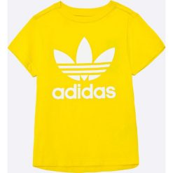 Adidas Originals - T-shirt dziecięcy 128-164 cm. Białe t-shirty chłopięce z nadrukiem marki adidas Originals, z bawełny, z okrągłym kołnierzem. W wyprzedaży za 89,90 zł.