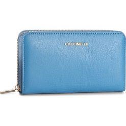 Duży Portfel Damski COCCINELLE - BW5 Metallic Soft E2 BW5 11 32 01 Azur 021. Czarne portfele damskie marki Coccinelle. W wyprzedaży za 419,00 zł.