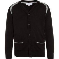BOSS Kidswear ZEREMONIE Kardigan schwarz. Niebieskie swetry chłopięce marki BOSS Kidswear, z bawełny. W wyprzedaży za 265,85 zł.