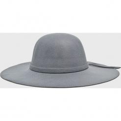Answear - Kapelusz. Szare kapelusze damskie ANSWEAR, z poliesteru. W wyprzedaży za 47,90 zł.