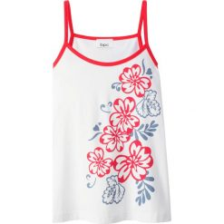 Letni top bonprix biało-truskawkowy. Niebieskie bluzki dziewczęce marki bonprix, z nadrukiem. Za 29,99 zł.