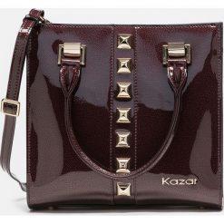 Bordowa torebka damska. Czerwone torebki klasyczne damskie Kazar, w paski, ze skóry. Za 849,00 zł.