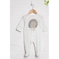 Pajacyki niemowlęce: Śpioszki w kolorze biało-jasnobrązowym