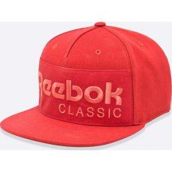 Reebok Classic - Czapka. Czerwone czapki z daszkiem męskie marki Reebok Classic. W wyprzedaży za 49,90 zł.