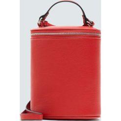 Torebki klasyczne damskie: Czerwona torebka na ramię w kształcie walca