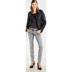 Freeman T. Porter ALEXANDRA Jeansy Slim Fit nikia snow. Niebieskie jeansy damskie marki Freeman T. Porter. W wyprzedaży za 224,95 zł.