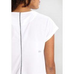 ASICS Tshirt basic brilliant white. Białe topy sportowe damskie Asics, xs, z materiału. Za 169,00 zł.