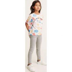 Mango Kids - Jeansy dziecięce Allegrag 104-164 cm. Szare rurki dziewczęce Mango Kids, z aplikacjami, z bawełny. Za 69,90 zł.