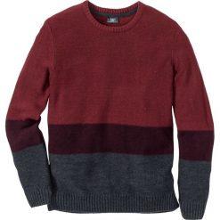 Sweter z okrągłym dekoltem Regular Fit bonprix czerwono-bordowo-antracytowy. Czarne swetry klasyczne męskie marki bonprix. Za 49,99 zł.