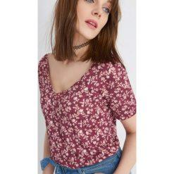 Odzież damska: Plisowana koszulka w kwiaty