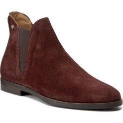 Sztyblety GANT - Nicole 15573128 Dark Brown G46. Czerwone buty zimowe damskie GANT, z nubiku, na obcasie. W wyprzedaży za 369,00 zł.