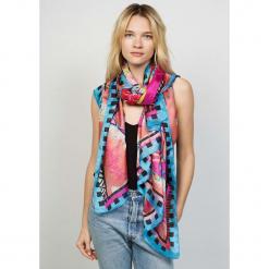 Chusta w kolorze różowym - 110 x 175 cm. Czerwone chusty damskie marki Winter Spirit, z jedwabiu. W wyprzedaży za 130,95 zł.