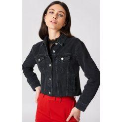 Bomberki damskie: Andrea Hedenstedt x NA-KD Kurtka jeansowa z surowym wykończeniem - Black