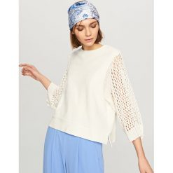 Bluzy damskie: Bluza z ażurowymi rękawami - Kremowy