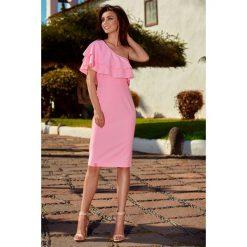 Olśniewająca sukienka na jedno ramię pudrowy róż ALAINA. Czarne sukienki balowe marki Molly.pl, na wesele, l, z gorsetem, midi, baskinki. Za 159,90 zł.