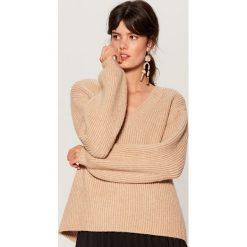 Swetry klasyczne damskie: Sweter z bufiastymi rękawami - Beżowy