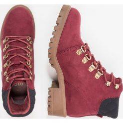 New Look 915 Generation COURT Botki sznurowane red niu. Czerwone buty zimowe damskie New Look 915 Generation, z materiału, na sznurówki. Za 129,00 zł.
