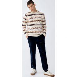 Sztruksowe spodnie chinosy. Czarne chinosy męskie marki Pull&Bear, m. Za 109,00 zł.