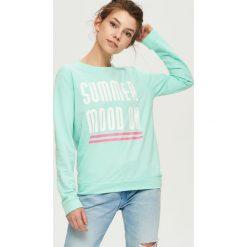 Bluzy rozpinane damskie: Bluza z napisem summer mood on - Turkusowy