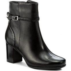 Botki CLARKS - Kensett Diana 261296414 Black Leather. Czarne botki damskie na obcasie Clarks, z materiału. W wyprzedaży za 329,00 zł.