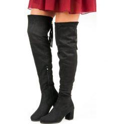 ZAMSZOWE MUSZKIETERKI NA SŁUPKU. Czarne buty zimowe damskie FILIPPO, z zamszu, na słupku. Za 149,00 zł.