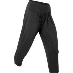 Spodnie sportowe haremki funkcyjne, dł. 7/8 bonprix czarny. Czarne bryczesy damskie marki DOMYOS, z bawełny. Za 37,99 zł.