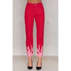 NA-KD Różowe jeansy Flame - Red,Multicolor. Czerwone jeansy damskie NA-KD, z nadrukiem, z bawełny. W wyprzedaży za 132,57 zł.