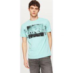T-shirty męskie z nadrukiem: T-shirt z roślinnym nadrukiem – Turkusowy
