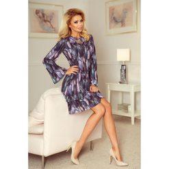 Adrianna Sukienka z dwoma falbanami i rozkloszowanym rękawkiem - PIÓRA. Szare sukienki numoco, s, w kolorowe wzory, oversize. Za 199,99 zł.