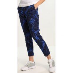 Polo Ralph Lauren Golf PRINTED POLY Spodnie materiałowe blue. Niebieskie bryczesy damskie Polo Ralph Lauren Golf, z elastanu, na golfa. W wyprzedaży za 419,50 zł.