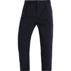 Spodnie męskie: Carhartt WIP TAYLOR BENSON Chinosy dark navy rigid