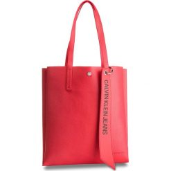 Torebka CALVIN KLEIN JEANS - Logo Banner Medium Shopper K40K400848 634. Czerwone shopper bag damskie Calvin Klein Jeans, z jeansu. Za 599,00 zł.