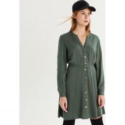 Sukienka z guzikami - Khaki. Brązowe sukienki z falbanami marki Sinsay, l. Za 79,99 zł.