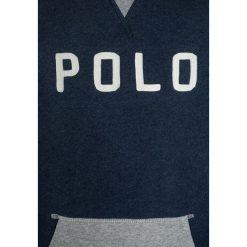 Polo Ralph Lauren GRAPHIC Bluza medieval blue heather. Niebieskie bluzy chłopięce Polo Ralph Lauren, z bawełny. W wyprzedaży za 255,20 zł.