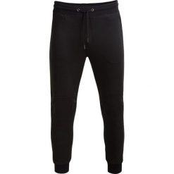 Spodnie dresowe męskie SPMD604 - czarny - Outhorn. Czarne spodnie dresowe męskie Outhorn, na lato, z bawełny. W wyprzedaży za 79,99 zł.